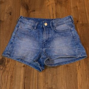 Light-wash Jean shorts
